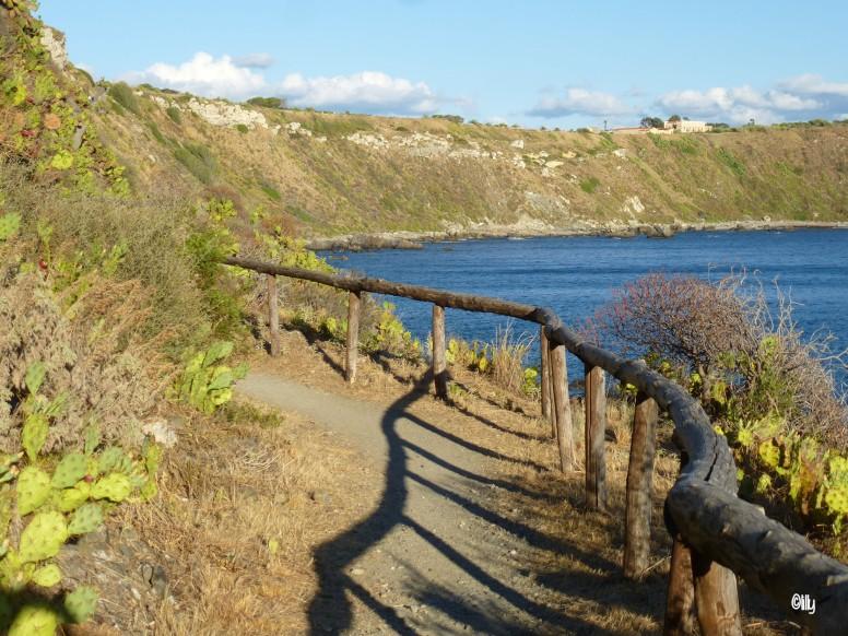 Sentier du littoral à Capo Milazzo